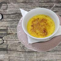 Crème brûlée with orange and vanilla